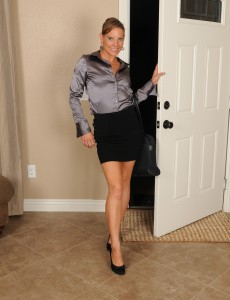After a Long Day at Work 32 Year Old Alyssa Dutch Eases  Bare