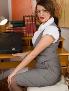 Big Breasted 33 Year Old Amber Jayne from  Onlyover30 Makes a Good Teacher