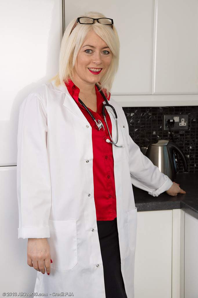 Hot 43 Year Old Amber Jewell from  Onlyover30 Playing the  Nude Doctor