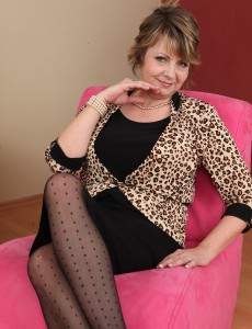 Old and Elegant Donna Marie from  Onlyover30  Opens Her Asss Open