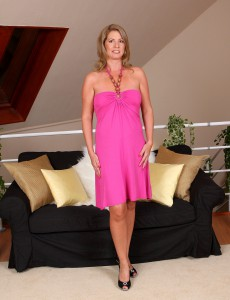 Hot and Elegant Laura G Slides off Her Pinkish Gown and  Opens Her Cell