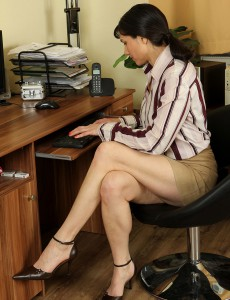 39 Year Old Mona from  Onlyover30 Taking a Break from Her Office Duties