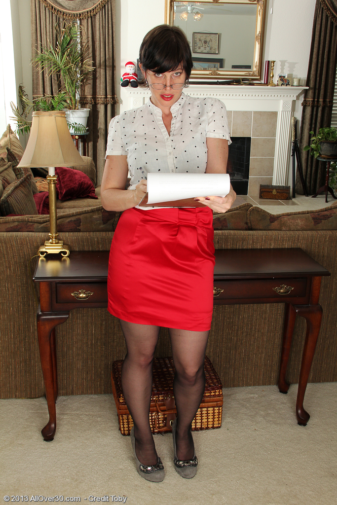 Redheaded  Wife Moxy from  Onlyover30  Takes off After Taking Steno
