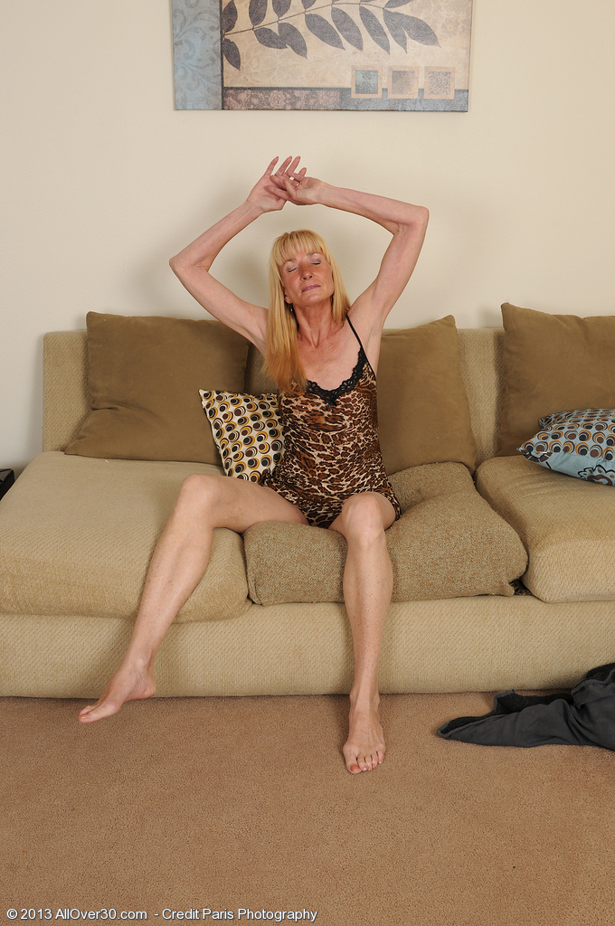57 Year Old Pam from  Onlyover30  Peels off and Inserts Her Fingers Deep