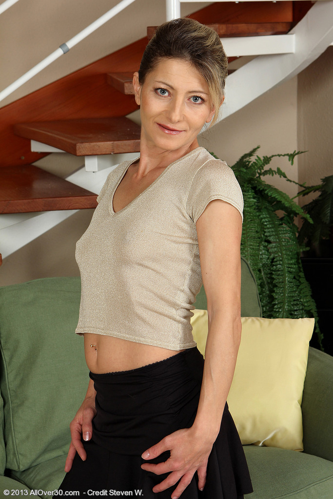 Skinny 45 Year Old Syndi Bell from  Onlyover30 Toying Her  Older Box