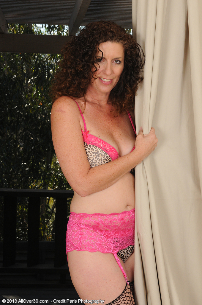 Brown Haired and Lacey Tammy Sue Pulls Down Her Pink Undies in Here
