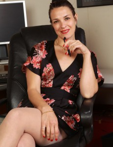 Super Horny 41 Year Old Fefe from  Onlyover30 Playing the Perfect Office  Cougar