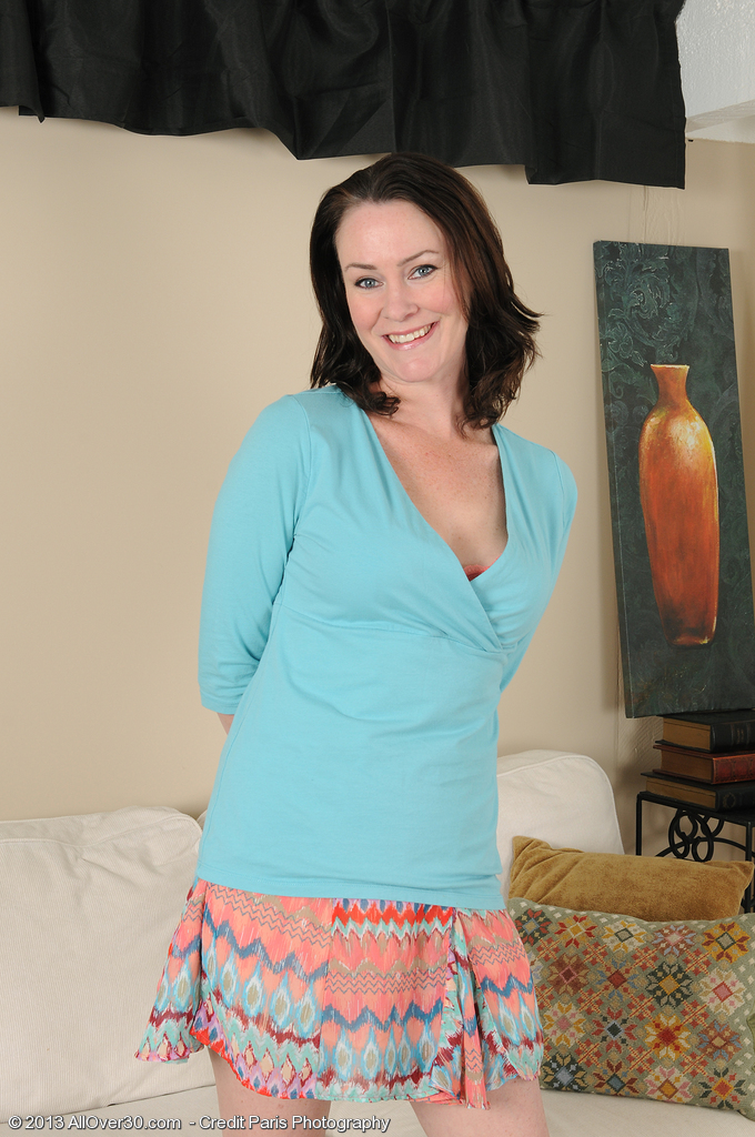 Wonderful 40 Year Old Veronica Snow Takes a Violate to Show Us Pinkish