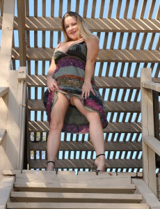 Breasty 30 Year Old Mummy Allyza Blue Acquires Down and Dirty Outdoors