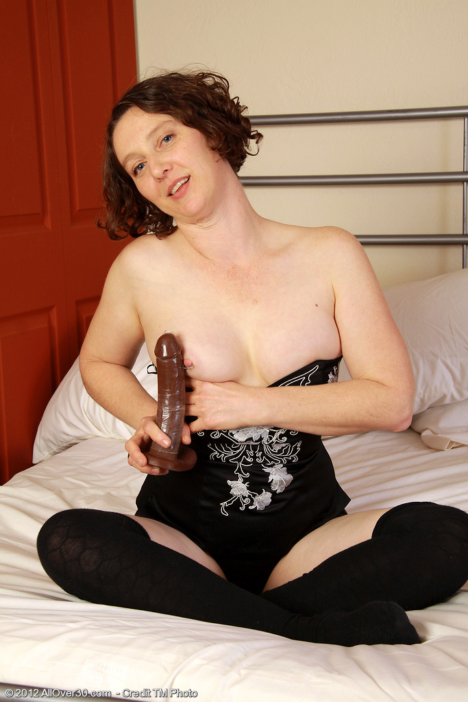 39 Year Old Mummy Artemesia Slides Her Glass Dildo Deep into Her Fur Pie