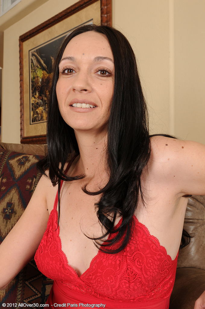 Insane 36 Year Old Dark Brown Beth M Peels off Her Red Undies to Spread