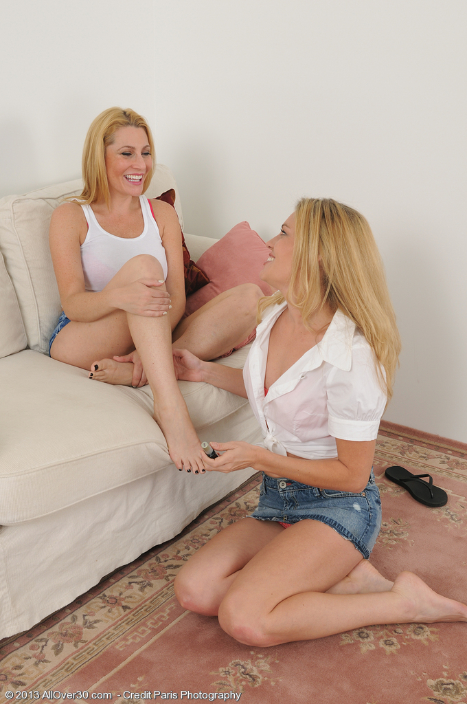 Jennifer Most Good and Daisy L Get Nude and Grind Tight Cootchies Together