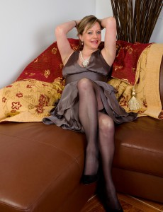 Elegant 45 Year Old Velvety Hips Lou from  Onlyover30 Receives Bare