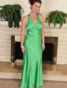 Elegant 46 Year Old Tammy Sue Slides out of Her Green Evening Gown