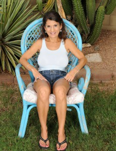 48 Year Old Tori Baker from  Onlyover30 Demonstrating off Her Pussy Outdoors