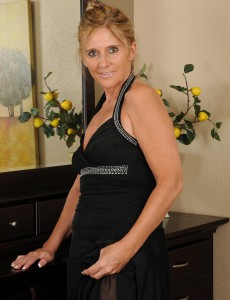 48 Year Old  Wifey Amanda Jean Slides out of Her Elegant Dress