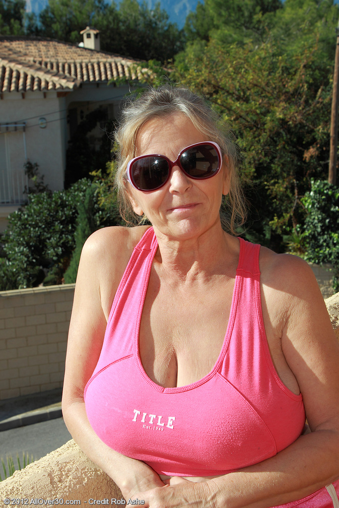 At 64 Years Old Isabel from  Onlyover30 Can't Live Without to Stretch Her Older Cell