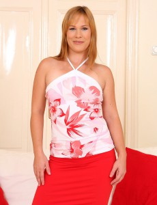 Tight and  Older Babe Laura King Shows off Her Thirty Year Old Pink Honeypot