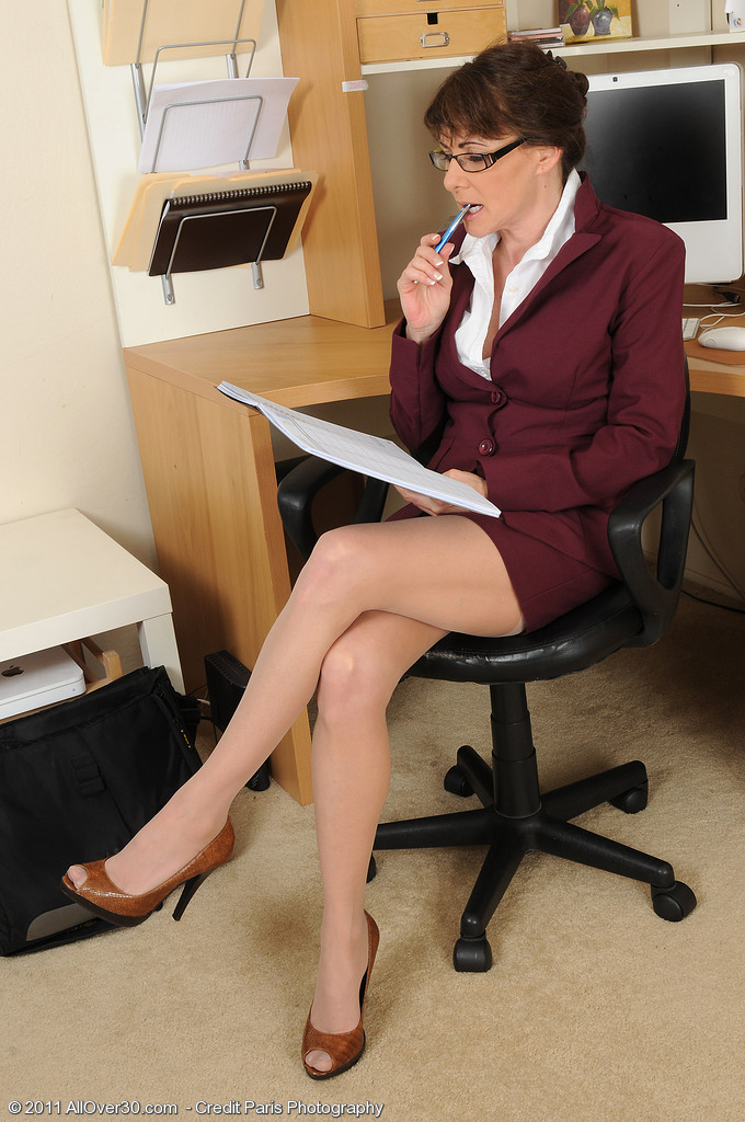 Hot 47 Year Old Alexandra Silk Stretches Her Shaved Cunny at Work