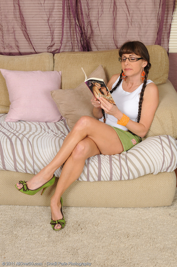 Naughty 47 Year Old Alexandra Silk Acquires off After Reading a Muddy Book