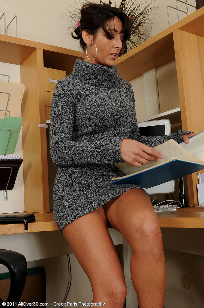 38 Year Old Coral Craves to Be Hawt in the Office So She  Undresses for You