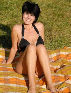 Brunette Hair Milf Eve Opens Up Her 46 Year Old Pussy out in the Park