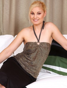 Elegant Milf Ionella Opens Up Her 30 Year Old and Ideally Shaven Beaver