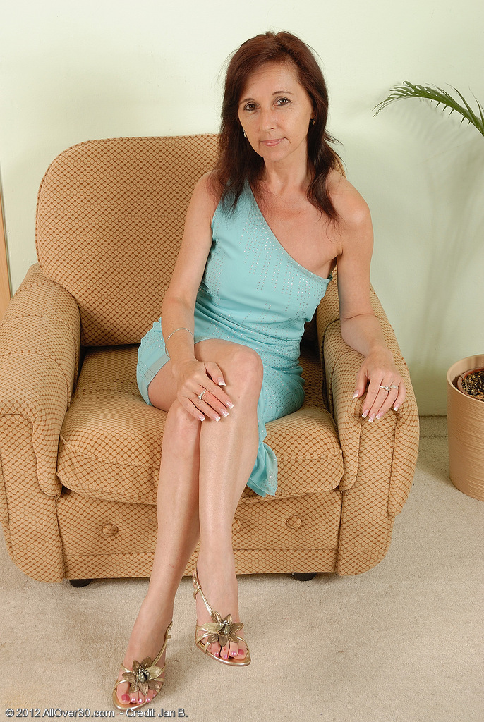 Older and Insane Jenny H from  Onlyover30 Widens Her Rock Hard Pussy