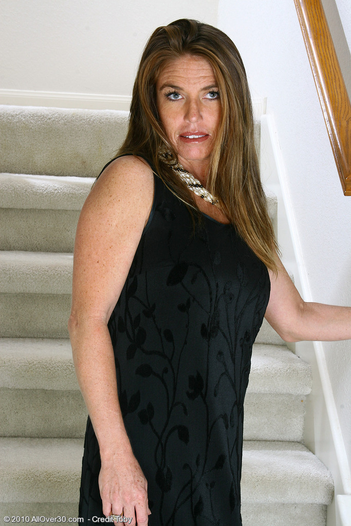 Hot Milf Kacey Plays with Her Clean-shaved and Tidy  Older Twat Here