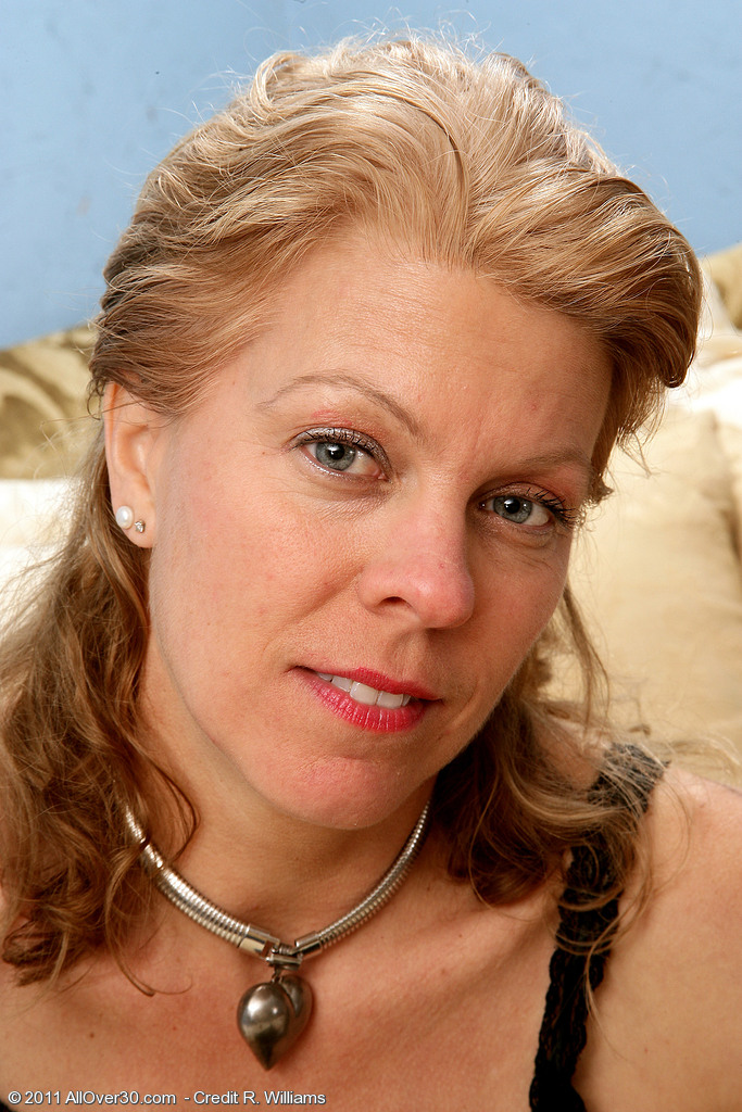 48 Year Old Lauren E from  Onlyover30 Liking a Little Intimate Time