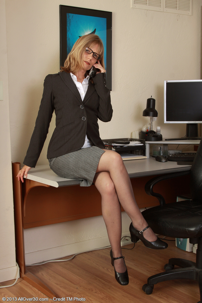 Slutty Golden-haired Secretary Lexa Mayfair Pulls Open Her Box on the Desk