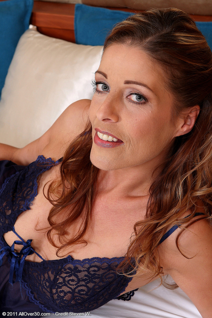 39 Year Old Linda Cain Shows off Her  Slender and Very Undressed Body in Here