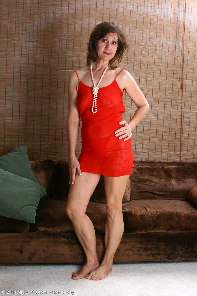 51 Year Old  Wifey Lynn Shows off Her Body Frames in Pearls Here