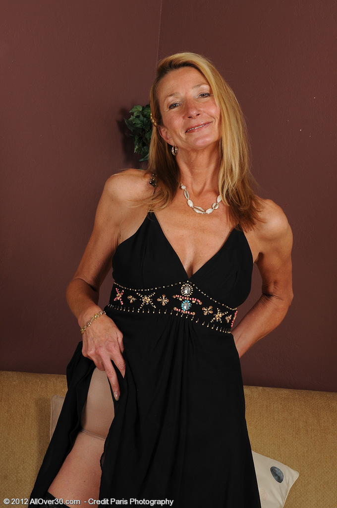 Elegant  Wifey Pam from  Onlyover30 Looking Great for 51 Years Old