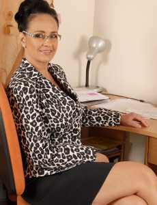 Office Gal Ria Black Takes a Break from Her Duties to Open Up Her Honeypot