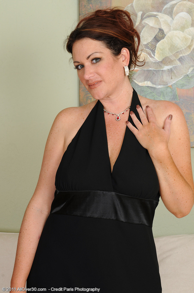 Elegant and Gorgeous Ryan Shows off Her Cleany Trimmed Slit in Here