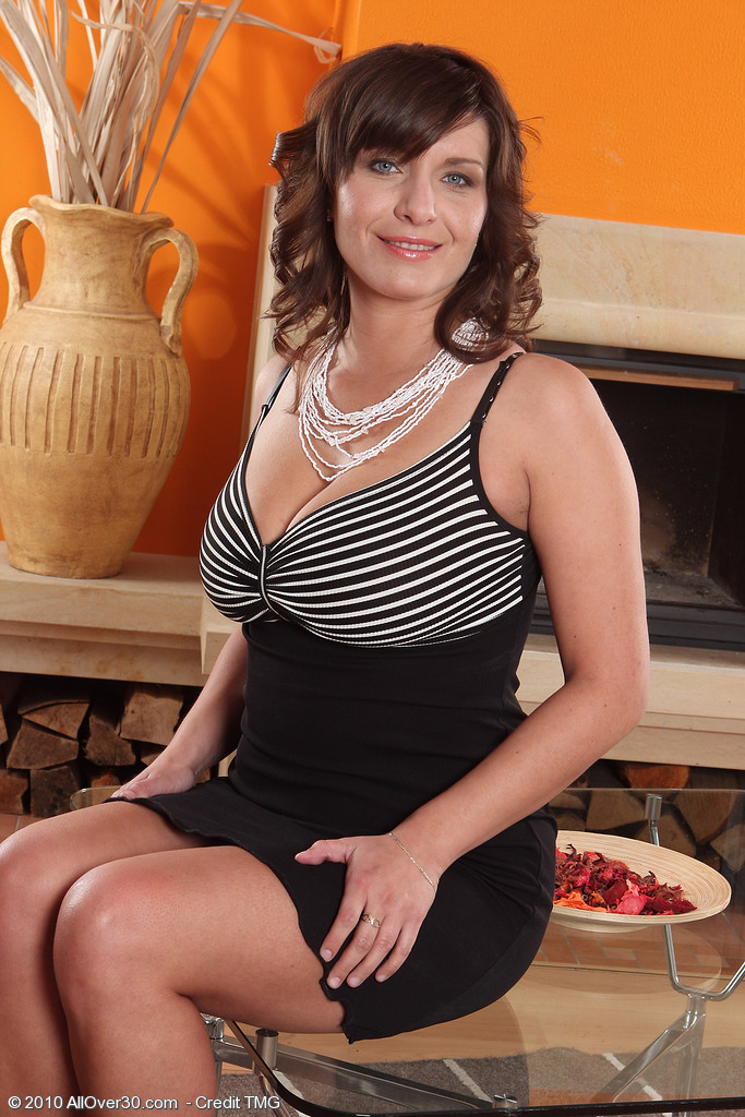 Elegant 30 Year Old Sophia M from  Onlyover30 Shows Offbig Titties