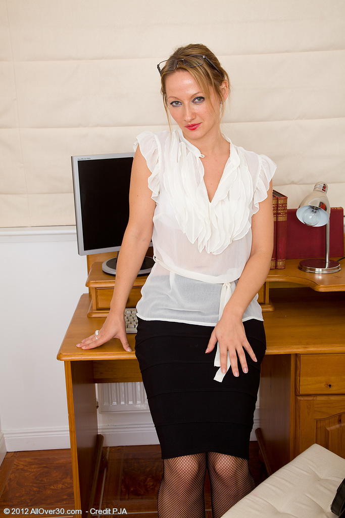 Office Milf Tara Trinity Takes a Break from Her Work to Explore Bawdy Cleft