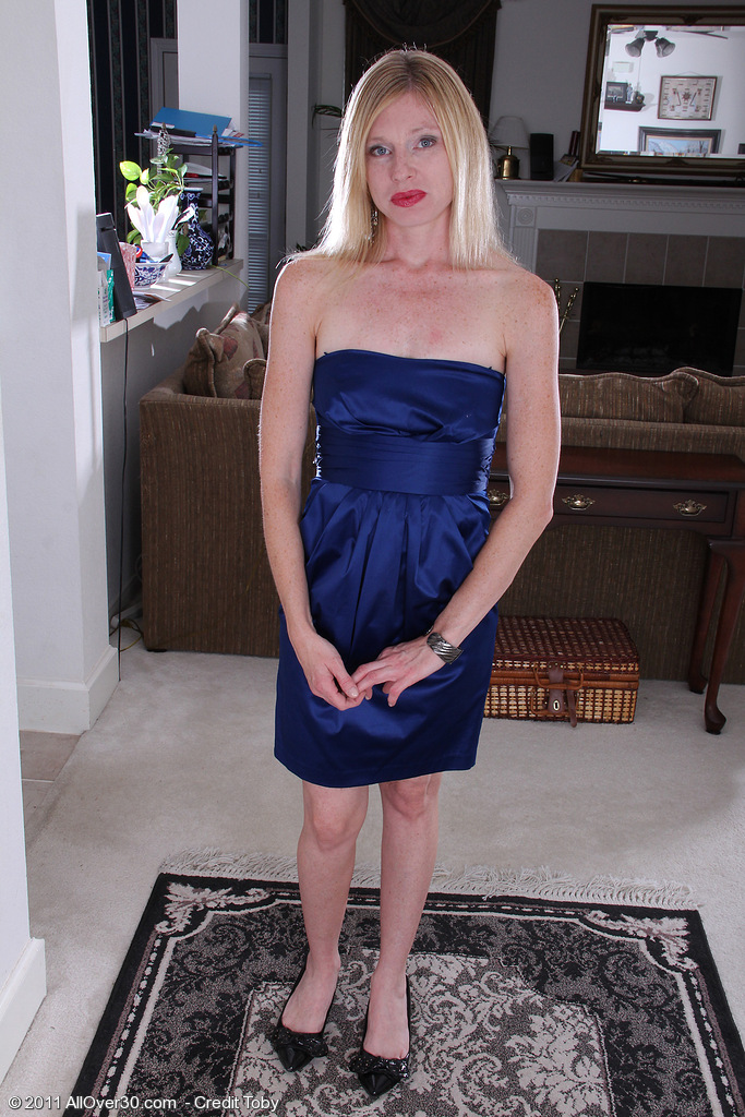 36 Year Old Tommi from  Onlyover30 Looking Class in Her Blue Evening Dress