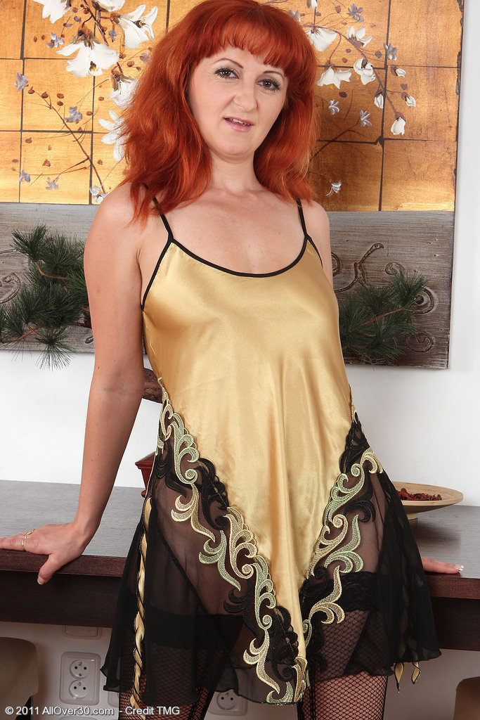 Red Headed Milf Trixi from  Onlyover30 Shows off Her Naturally Hairy  Beaver