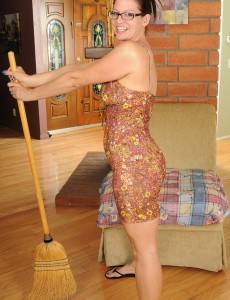 39 Year Old  Wife Xena Takes a Break from Her Housework to Pose