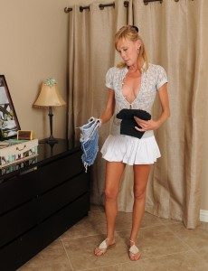 36 Year Old Stacey Y from  Onlyover30 Tucking Her  Undies Deep Inwards