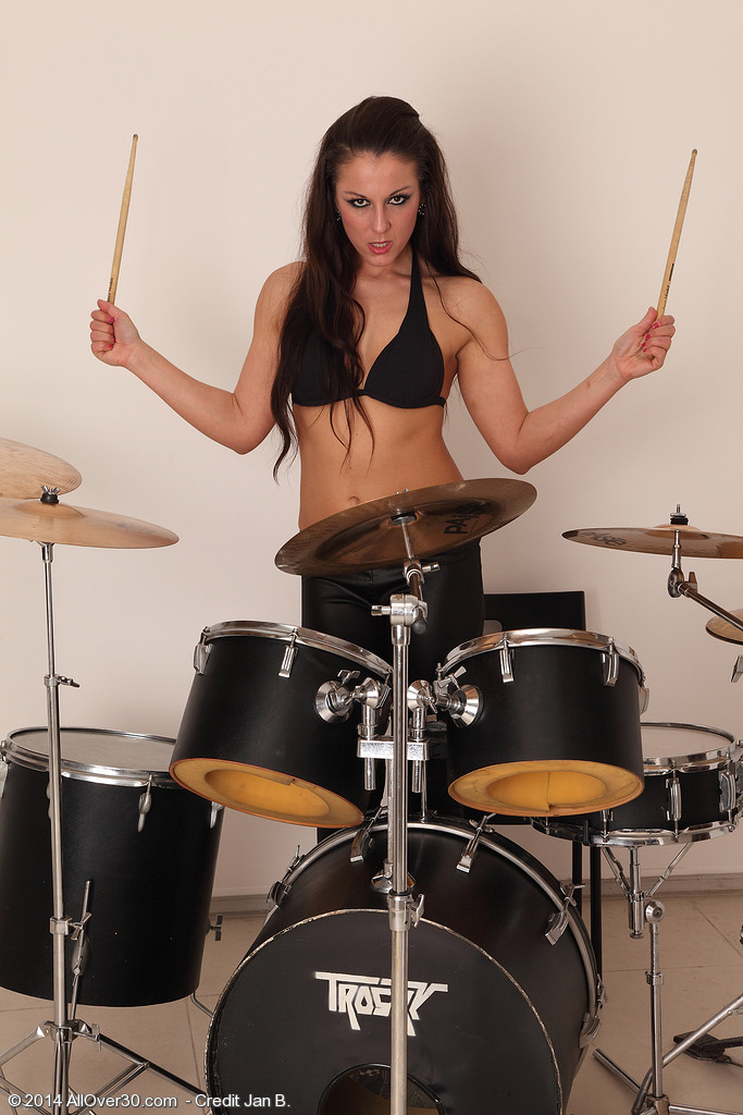 Muscular out with Drums Valentina Ross Receives in Nature's Garb for the Camera