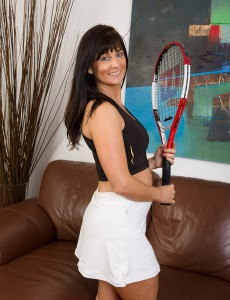 45 Year Old Lelani Tizzie Poseing Nude Whith Her Tennis Racket