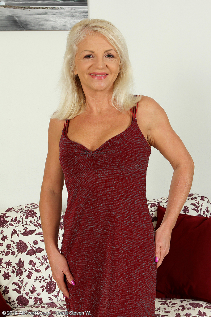 Stunning 47 Year Old Inez from  Onlyover30 Frigging Her  Older Babe  Hoo Ha