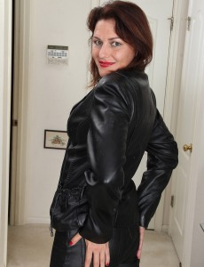 Alluring 41 Year Old Joana Jakes from  Onlyover30 Shows off Her Meat