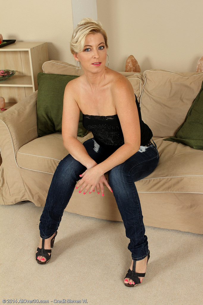 39 Year Old Michelle H Slide off Her Jeans Denim Plus Underwear for You