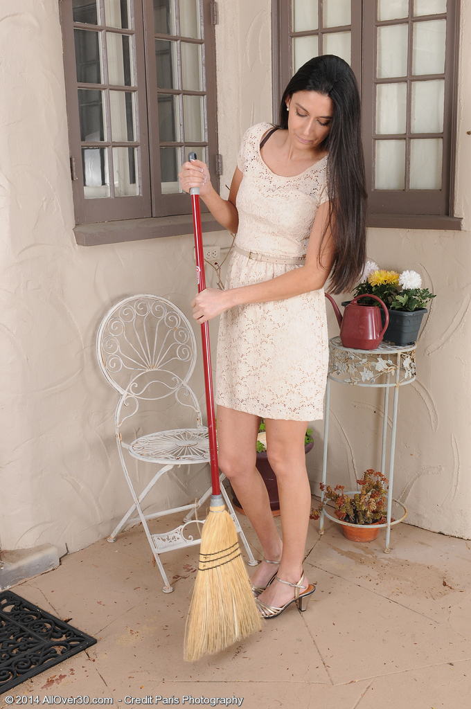 Lovely Black Haired Nikki Daniels Shows off Her Wooly Box Outdoors