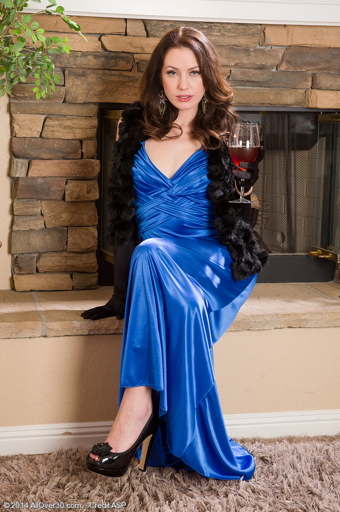 Elegant and Nasty 30 Year Old Sarah Shevon  Undresses off Her Blue Dress
