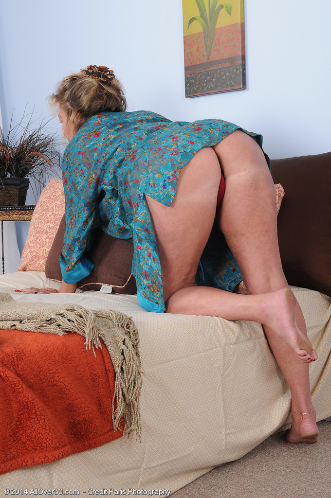 Hot 51 Year Old  Wifey Karen Summer Making Domestic Services Look Sexy